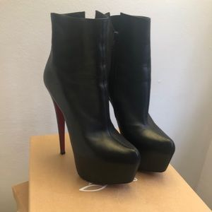 Christian Louboutin Daf Bootie size 39